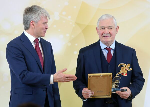 Владимир Юрзинов (справа)
