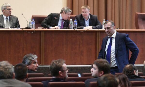 Алексей Власенко (справа)