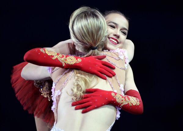 Мария Сотскова (на первом плане) и Алина Загитова