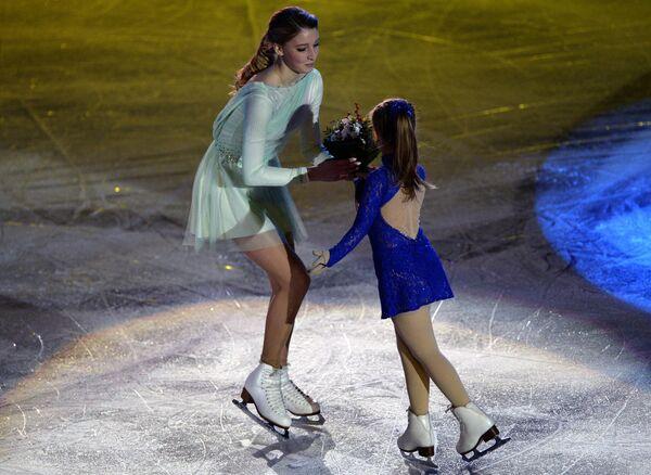 Мария Сотскова (слева)