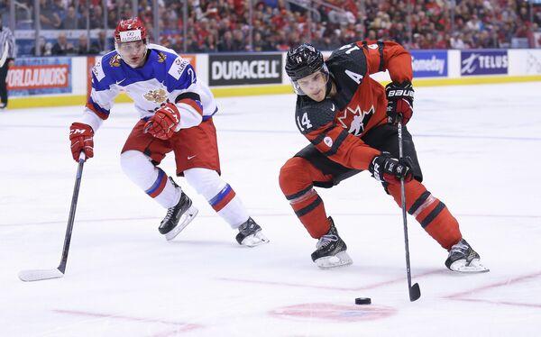 Игровой момент матча Россия - Канада