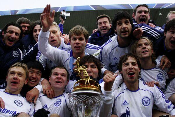 Футболисты Зенита празднуют победу в чемпионате России-2007