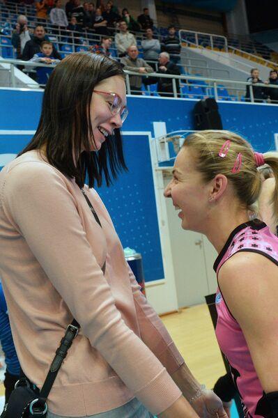 Двукратная чемпионка мира Екатерина Гамова (слева) и либеро Динамо-Казань Екатерина Уланова