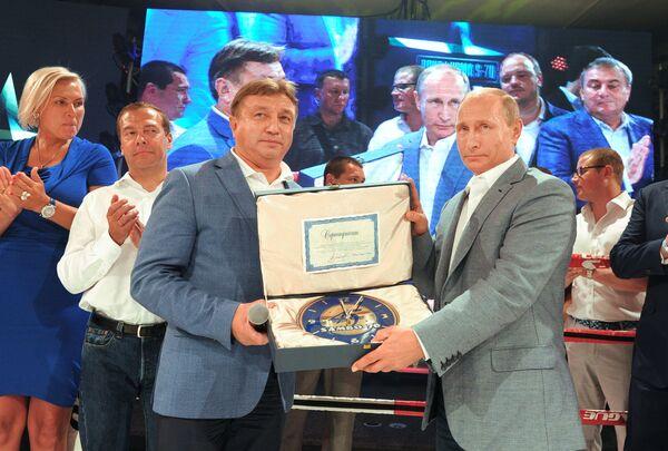 Владимир Путин, Ренат Лайшев, Дмитрий Медведев и Наталья Рагозина (справа налево)