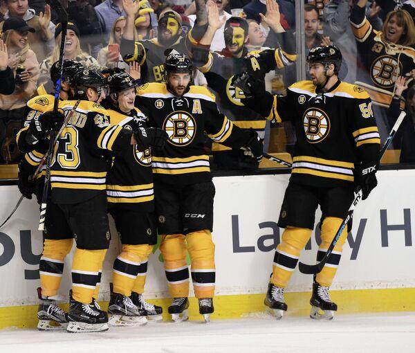 Хоккеисты клуба НХЛ Бостон Брюинз