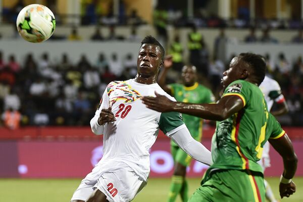 Игровой момент матча Сенегал - Зимбабве
