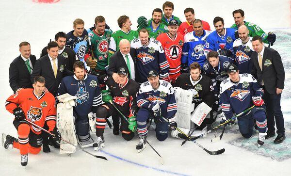 Команда Востока, победившая в мастер-шоу звезд Континентальной хоккейной лиги
