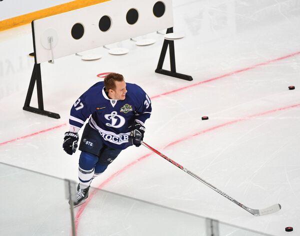 Участник конкурса Хоккейный биатлон Мэт Робинсон из ХК Динамо (Москва)
