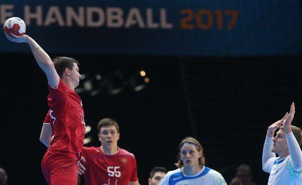 Гандболист сборной России Дмитрий Житников (слева)
