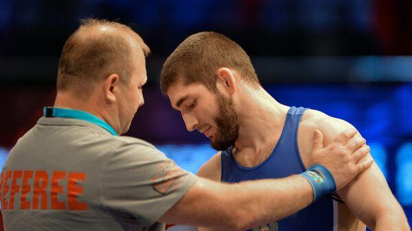Чингиз Лабазанов (справа)