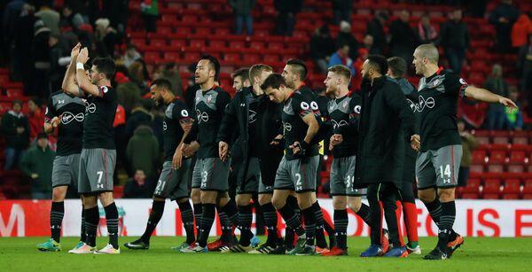 Футболисты Саутгемптона радуются победе над Ливерпулем