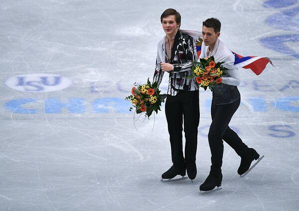 Максим Ковтун и Михаил Коляда (справа налево)