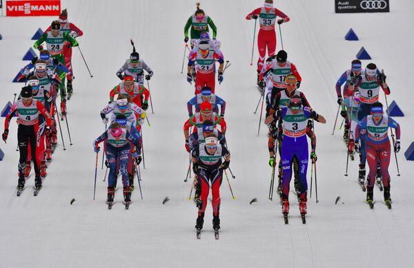 Лыжницы на старте скиатлона на этапе Кубка мира в корейском Пхенчхане