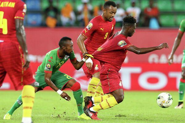 Игровой момент матча Буркина-Фасо - Гана