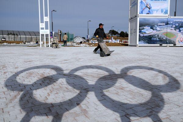 Тень олимпийских колец в Олимпийском парке