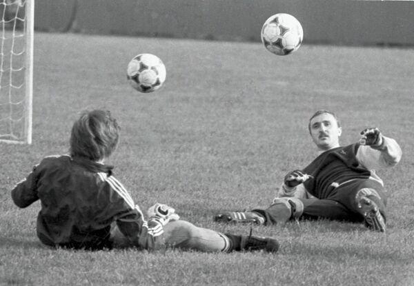 Виктор Чанов (справа) на тренировке