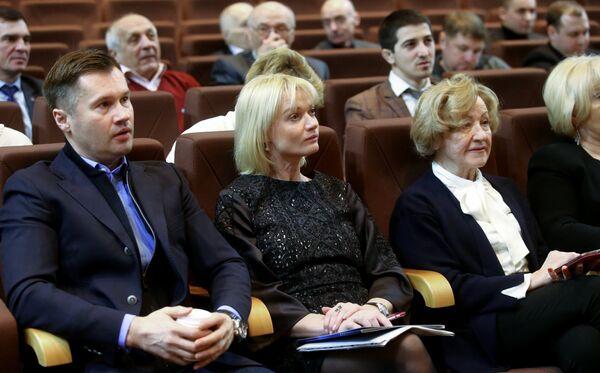 Алексей Немов и Светлана Хоркина (слева направо на первом плане)