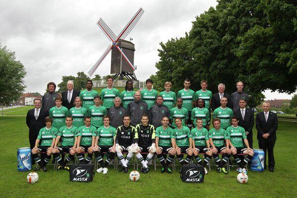 Игроки и тренерский штаб бельгийского футбольного клуба Серкль Брюгге