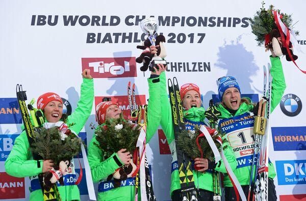 Спортсмены сборной Германии Лаура Дальмайер, Франциска Хильдебранд, Марен Хаммершмидт и Ванесса Хинц (слева направо)