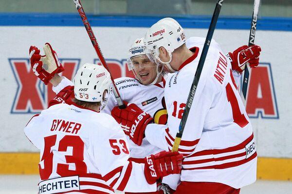 Игроки ХК Йокерит Франк Гюмер, Антти Пильстрём, Марко Анттила (слева направо)
