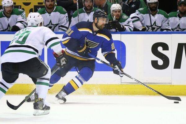 Шведский нападающий клуба НХЛ Сент-Луис Блюз Патрик Берглунд (№21)