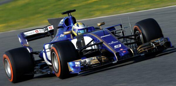 Болид команды Заубер C36 на предсезонных тестах Формулы-1 в Монтмело