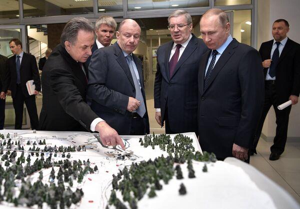 Виталий Мутко, Владимир Потанин, Виктор Толоконский и Владимир Путин (слева направо)