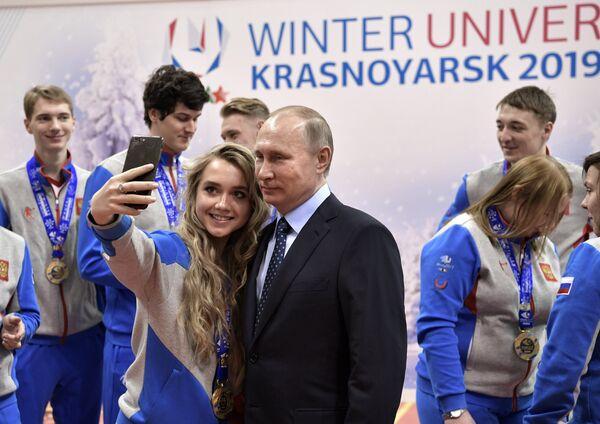 Президент РФ Владимир Путин и российская фигуристка Елена Радионова