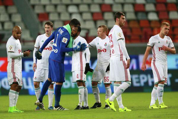Футболисты Локомотива радуются победе