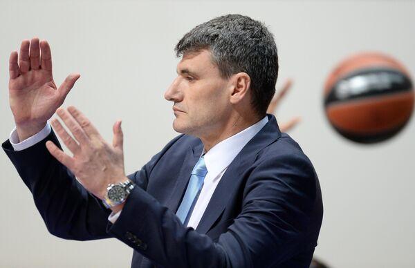Главный тренер БК Анадолу Эфес Велимир Перасович