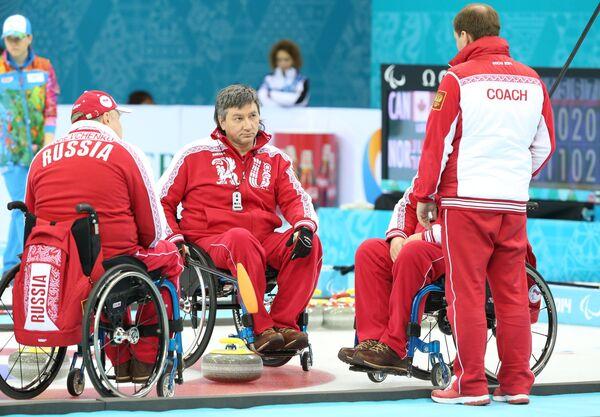 Слева направо: Александр Шевечнко, Марат Романов и тренер Антон Батугин