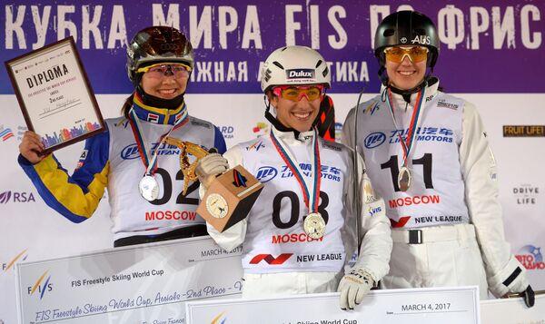 Мэнтао Сюй, Лидия Лассила, завоевавшая золотую медаль, и Лаура Пил (слева направо)