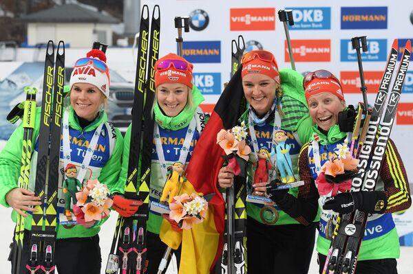 Немецкие биатлонистки Надин Хорхлер, Марен Хаммершмидт, Дениз Херрман, Франциска Хильдебранд (слева направо)