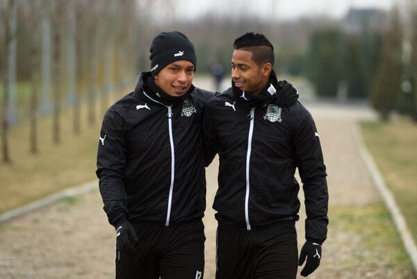 Футболисты Краснодара Кристиан Рамирес (слева) и Рикардо Лаборде