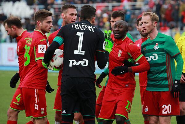 Игровой момент матча 21-го тура РФПЛ Уфа - Локомотив