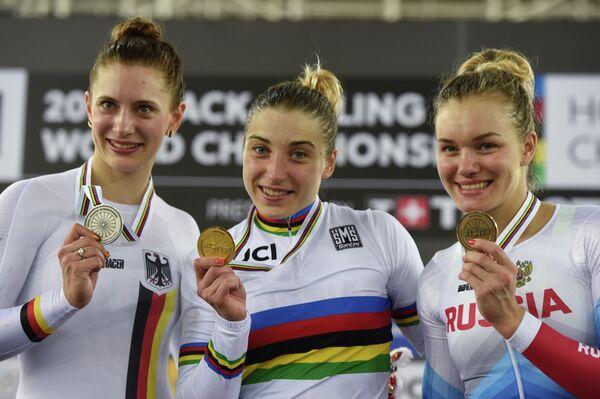 Анастасия Войнова, Дарья Шмелева и Мириам Вельте (справа налево)