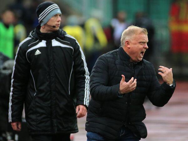 Главный тренер Арсенала Сергей Кирьяков (справа)