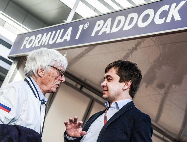 Почетный президент Формулы-1 Берни Экклстоун (слева) и промоутер Гран-при России Сергей Воробьев