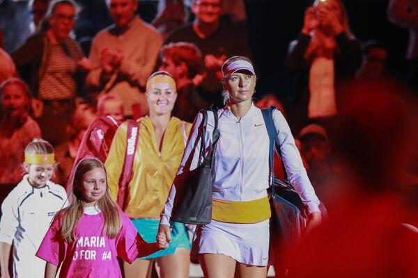 Мария Шарапова (справа)