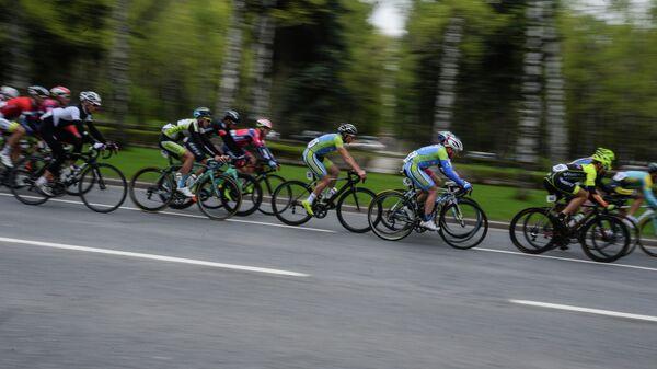 Участники этапа Воробьевское кольцо международной велогонки Пять колец Москвы