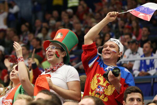 Болельщики сборной России и Белоруссии по хоккею