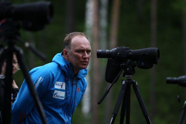Старший тренер женской сборной России по биатлону Сергей Коновалов