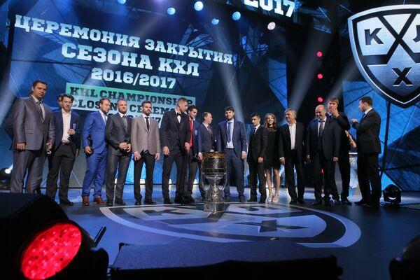 Участники церемонии закрытия девятого сезона КХЛ