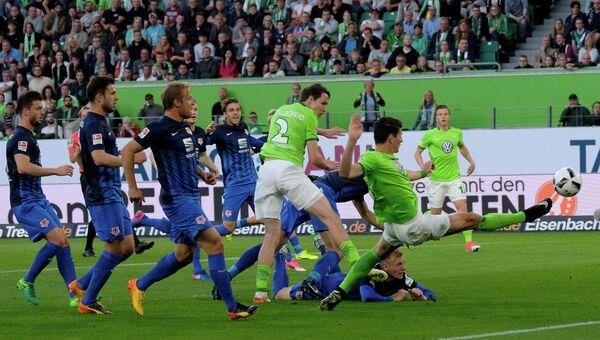 Игровой момент матча Вольфсбург - Айнтрахт (Брауншвейг)