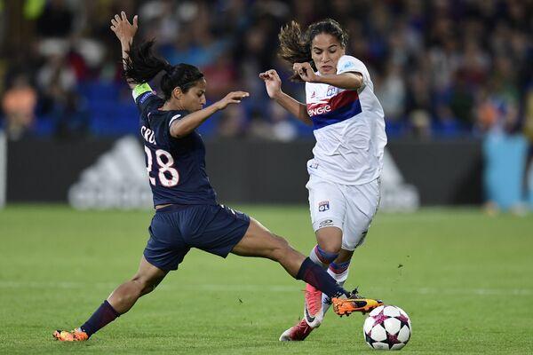 Игровой момент матча женских команд Лион - ПСЖ