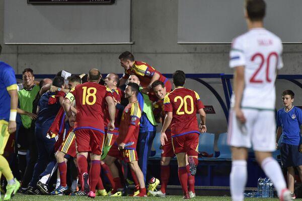Футболисты сборной Андорры радуются забитому голу