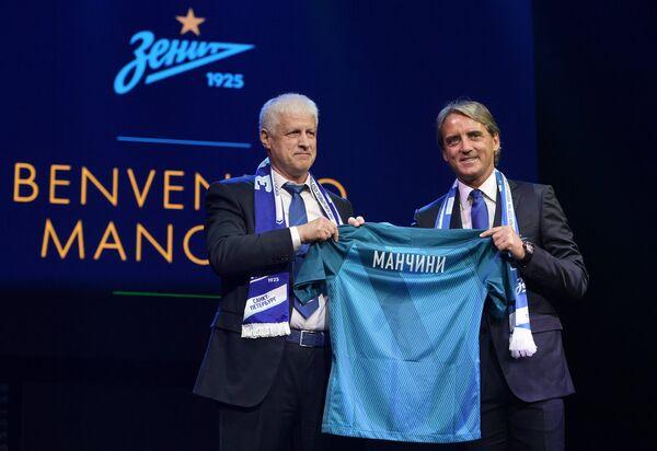 Главный тренер Зенита Роберто Манчини (справа) и президент, председатель правления футбольного клуба Зенит Сергей Фурсенко
