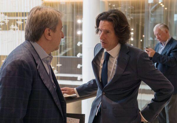 Алексей Смертин (справа)