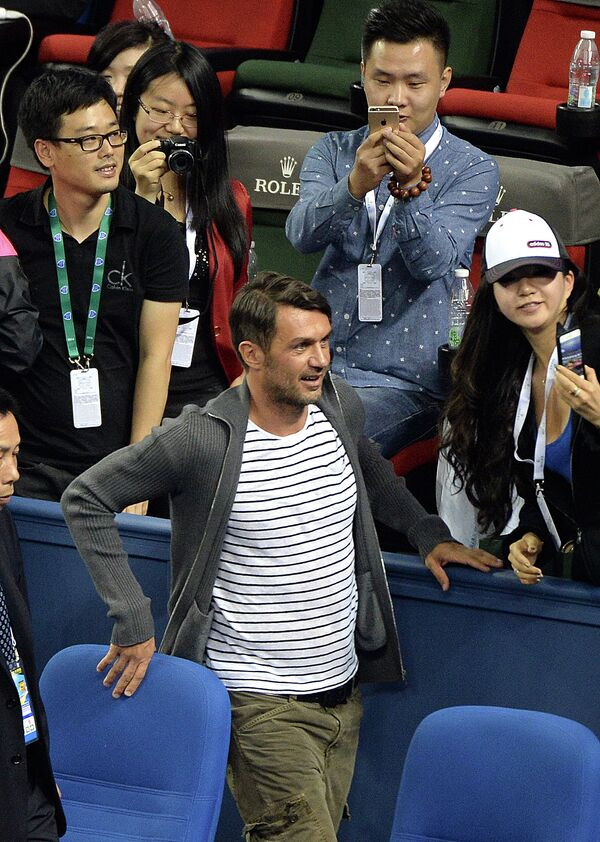 Экс-футболист Паоло Мальдини во время посещения теннисного турнира в Шанхае