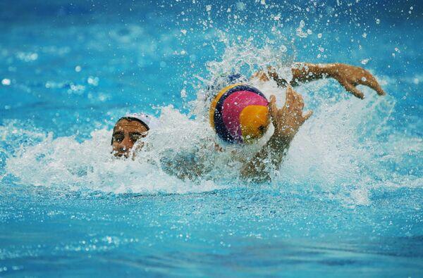 Игроки в матче мужского суперфинала мировой лиги по водному поло между сборными США и Италии